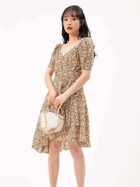 果一果女孩女装品牌2020春夏V领收腰连衣裙