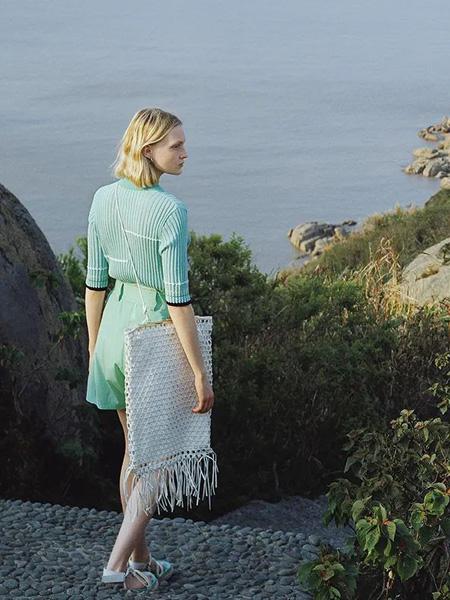 Less.女装品牌2020春夏绿色雪纺衫短裤