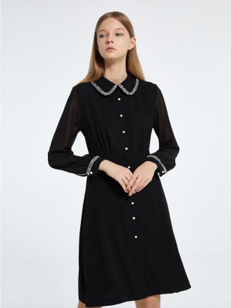 莱茵女装品牌2020春夏连衣裙女赫本风娃娃领显瘦中长款修身气质小黑裙子