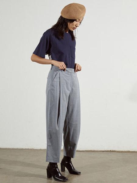 子苞米女装品牌2020春夏立体裁剪条纹宽松显瘦西服阔腿裤