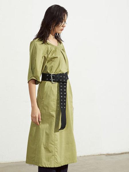 子苞米女装品牌2020春夏纯色灯笼五分袖简约大气连衣裙