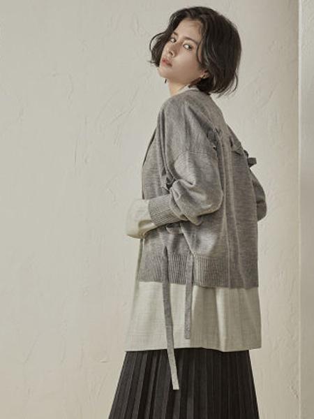 子苞米女装品牌2020春夏绵羊毛编绳拼接西装领针织开衫