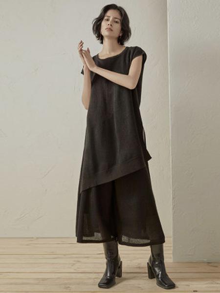 子苞米女装品牌2020春夏前短后长开叉时尚休闲短袖针织衫