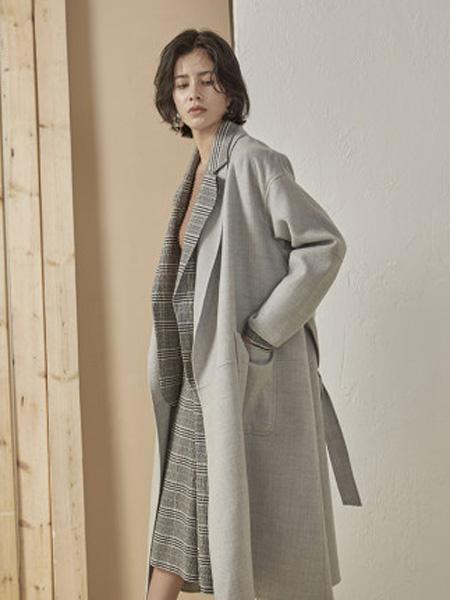 子苞米女装品牌2020春夏长款100%绵羊毛拼接女外套大衣