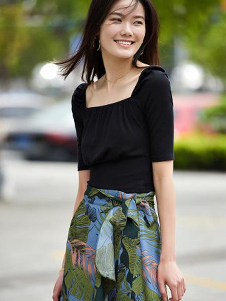 洛可可女装品牌2020春夏方领五分袖薄针织衫女
