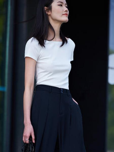 洛可可女装品牌2020春夏白色短款修身T恤女圆领短袖上衣