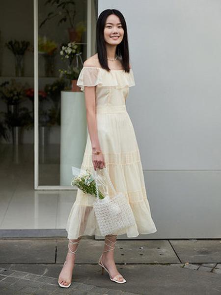 洛可可女装品牌2020春夏气质一字领连衣裙女温柔中长裙