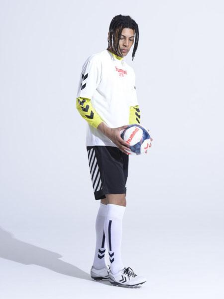 大黄蜂-Hummel休闲品牌2020春夏白色T恤黑色短裤