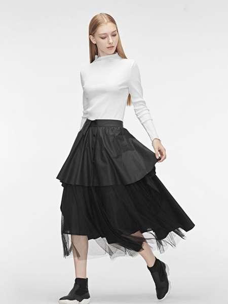 圣迪奥女装品牌2020春夏白色紧身T恤