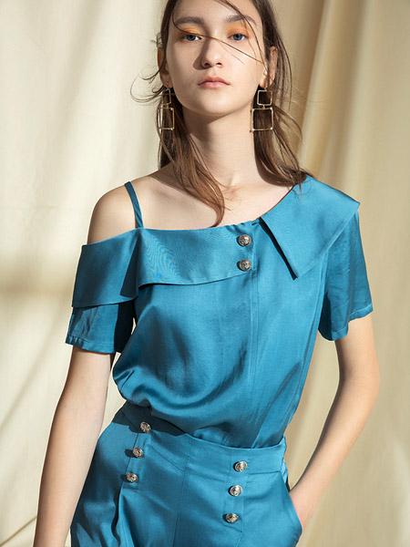 衣之吻女装品牌2020春夏露肩海蓝色连衣裙