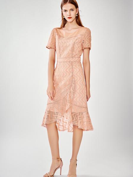 DU迪如女装品牌2020春夏浅粉色连衣裙