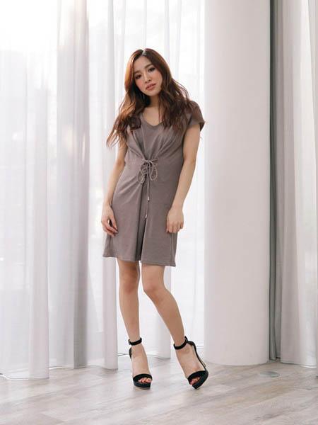 LipService女装品牌2020春夏修身显瘦连衣裙