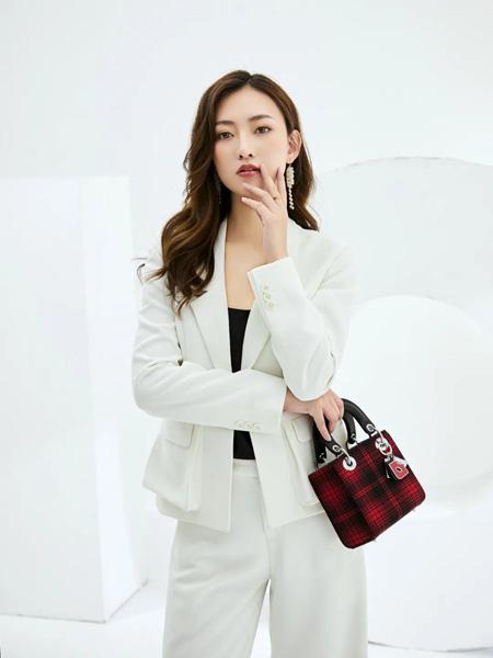 巴蒂米澜女装品牌2020春夏白色短西装外套