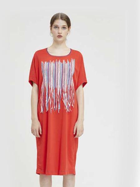 德诗女装品牌2020春夏大红色连衣裙