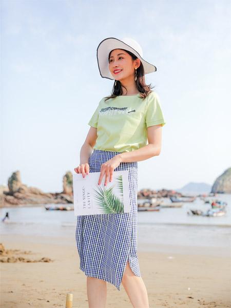 圣卡萝女装品牌2020春夏圆领绿色T恤