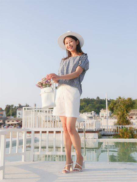 圣卡萝女装品牌2020春夏圆领蓝色格纹衬衫