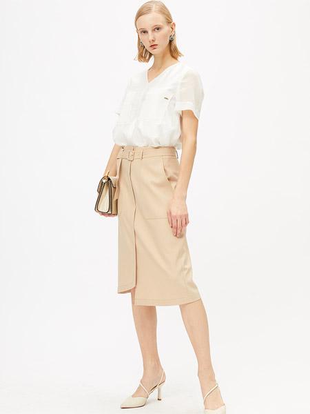 圣卡萝女装品牌2020春夏出来白色雪纺衫卡其色半裙