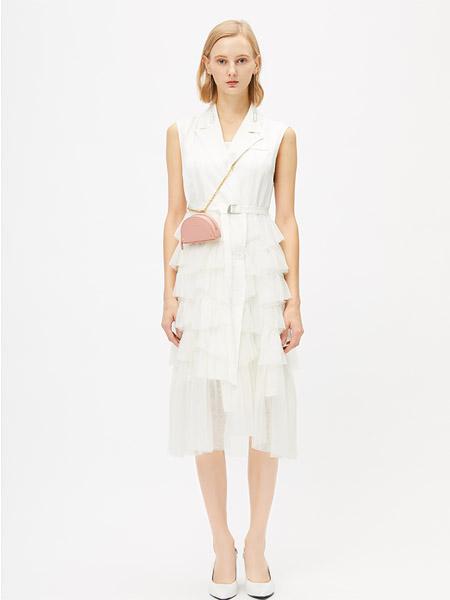 圣卡萝女装品牌2020春夏V领白色收腰连衣裙