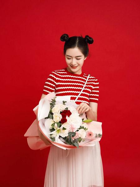 允硕女装品牌2020春夏横纹圆领红色T恤