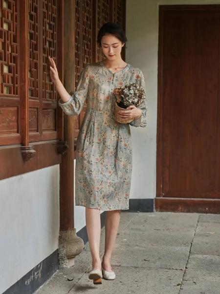 布符女装品牌2020春夏绿色碎花连衣裙