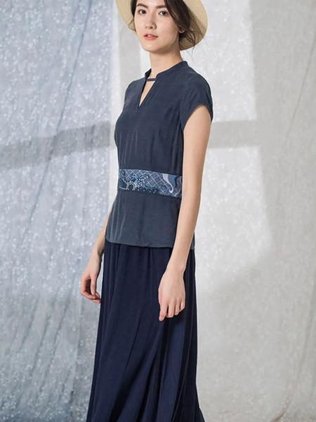 布符女装品牌2020春夏藏蓝色收腰连衣裙