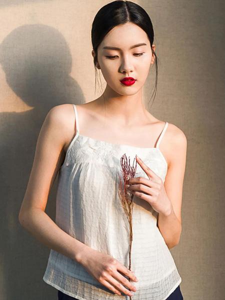 布符女装品牌2020春夏白色吊带上衣