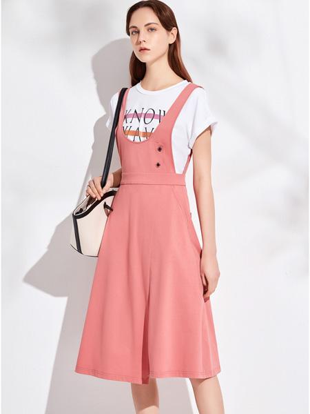 昆诗兰女装品牌2020春夏粉色收腰背带裙
