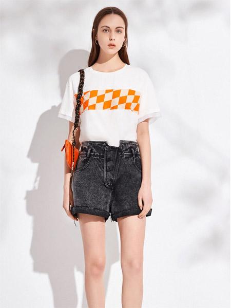 昆诗兰女装品牌2020春夏圆领白色T恤