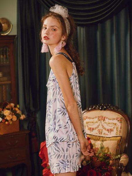 Lavomee娜摩米女装品牌2020春夏白底灰色树叶吊带丝绸睡裙