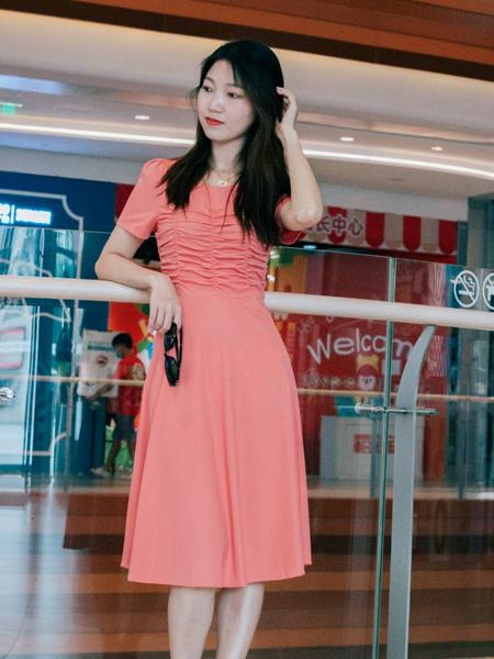 古米娜女装品牌2020春夏红色修身连衣裙