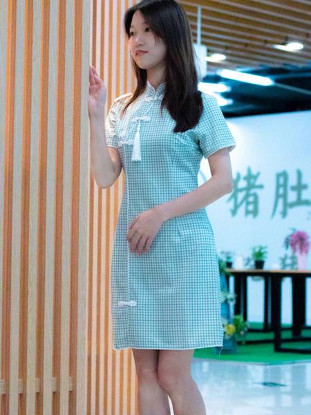 古米娜女装品牌2020春夏蓝色格纹连衣裙