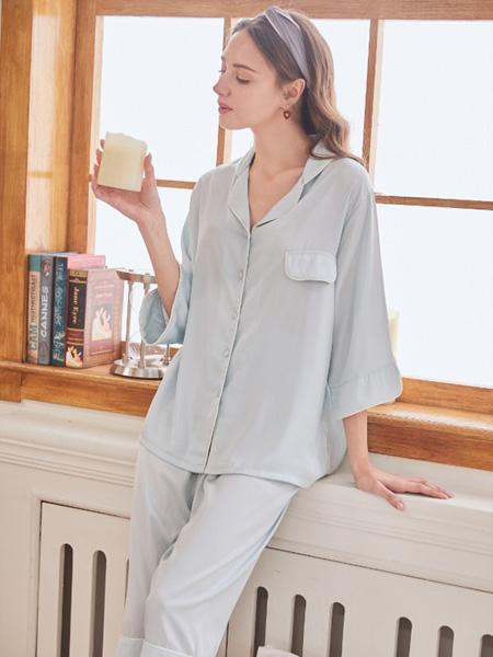 小妇人内衣品牌2020春夏淡蓝色睡衣套装