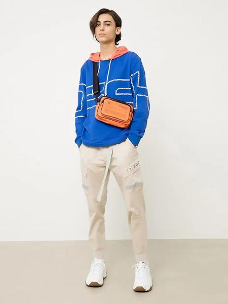 汉哲思男装品牌2020秋季蓝色卫衣