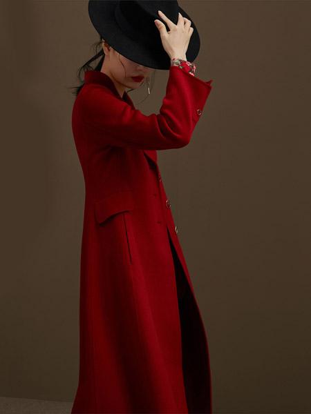 俏帛女装品牌2020春夏大红色西装外套长款风衣