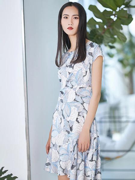 艺燕女装品牌2020春夏圆领树叶连衣裙修身