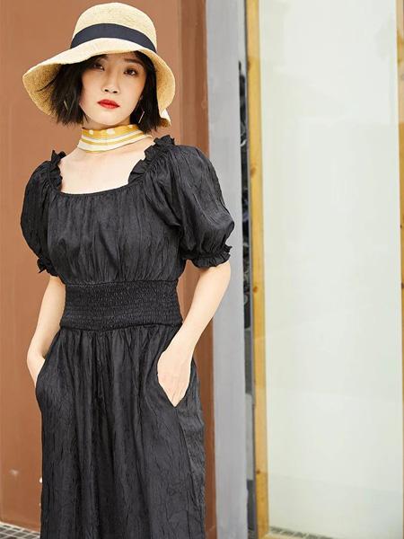 H+3女装品牌2020春夏方领泡泡袖连衣裙简约优雅