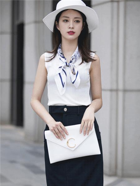 文果怡彩女装品牌2020春夏白色紧身上衣