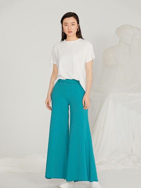 添一吾沣女装品牌2020春夏时尚性感一字领短袖