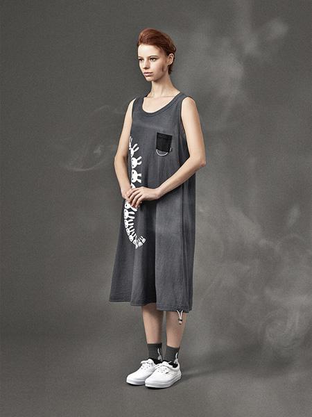 CUNE国际品牌2020春夏圆领无袖深灰色连衣裙