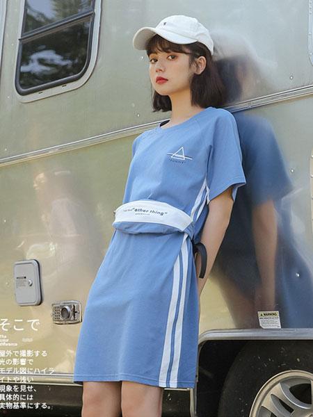 蚂蚁q娃女装品牌2020春夏学院风运动风连衣裙