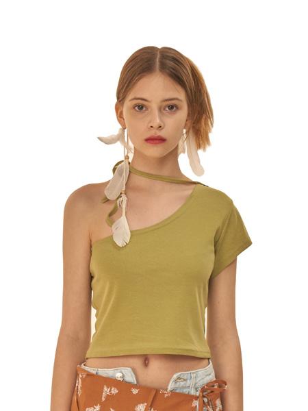 ODD ONE OUT国际品牌2020春夏漏半肩绿色紧身针织衫