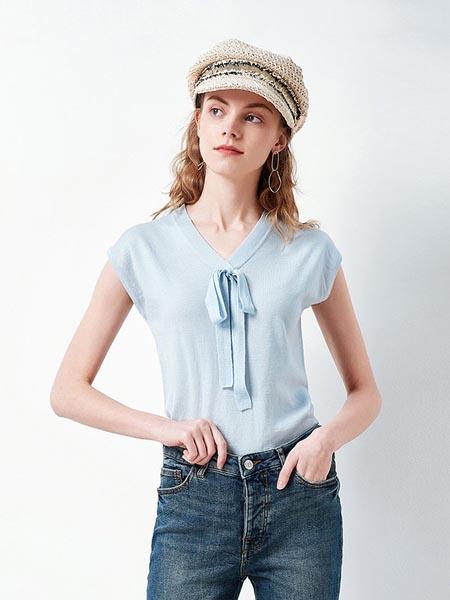 织度女装品牌2020春夏清新淡蓝短袖