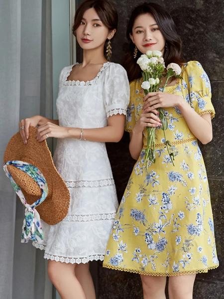可可尼|COCOON女装品牌2020春夏方领白色收腰连衣裙