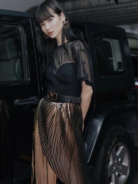 YE.S女装品牌2020春夏网纱黑色T恤