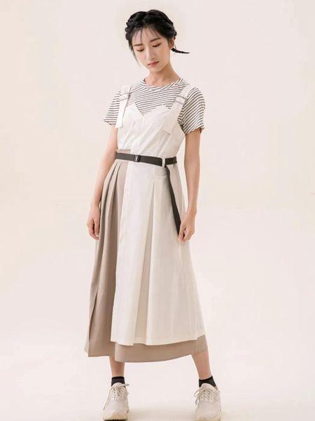 ashDust尘埃女装品牌2020春夏吊带白色收腰连衣裙