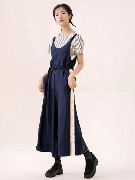ashDust尘埃女装品牌2020春夏藏蓝色收腰连衣裙
