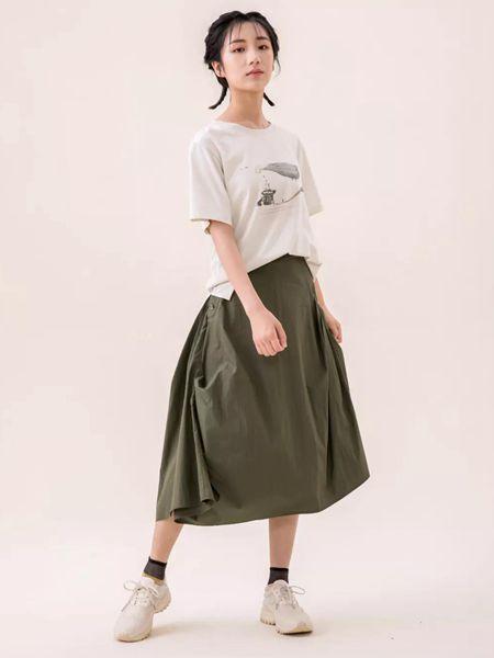 ashDust尘埃女装品牌2020春夏圆领米色T恤青色半身裙