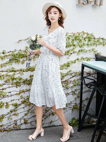 戈玛蒂女装品牌2020春夏雪纺波点连衣裙