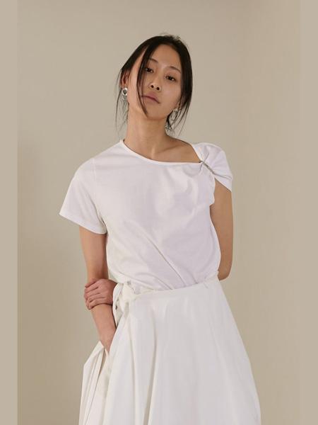 The Centaur女装品牌2020春夏白色T恤简约纯色