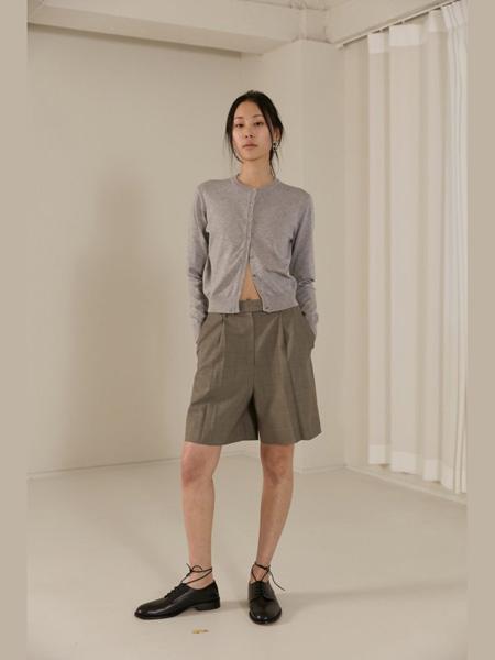 The Centaur女装品牌2020春夏灰色针织衫短裤